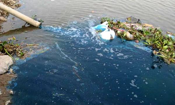 chất thải gây ô nhiễm nước sông