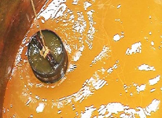 Nước giếng khoan màu vàng