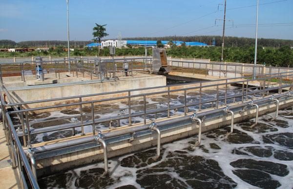 Vôi bột được dùng trong xử lý nước thải